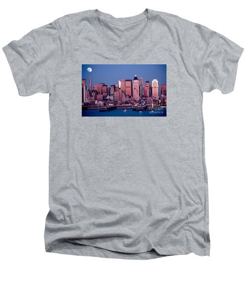 New York Skyline At Dusk Men's V-Neck T-Shirt