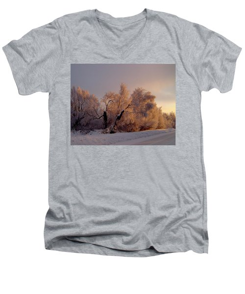 Men's V-Neck T-Shirt featuring the photograph Northern Light by Jeremy Rhoades