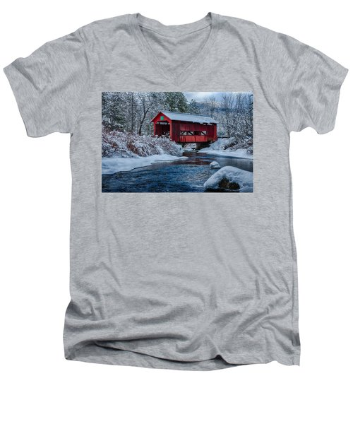 Northfield Vermont Covered Bridge Men's V-Neck T-Shirt