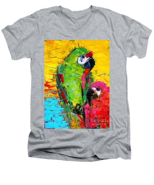 Parrot Lovers Men's V-Neck T-Shirt