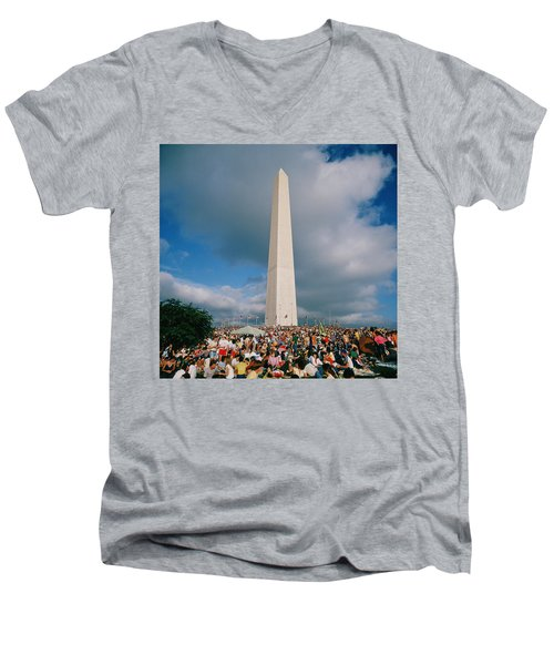 People At Washington Monument, The Men's V-Neck T-Shirt by Panoramic Images