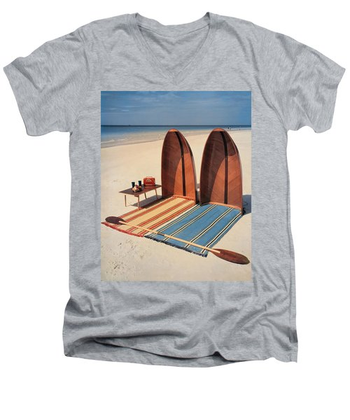 Pixie Collapsible Boat On The Beach Men's V-Neck T-Shirt