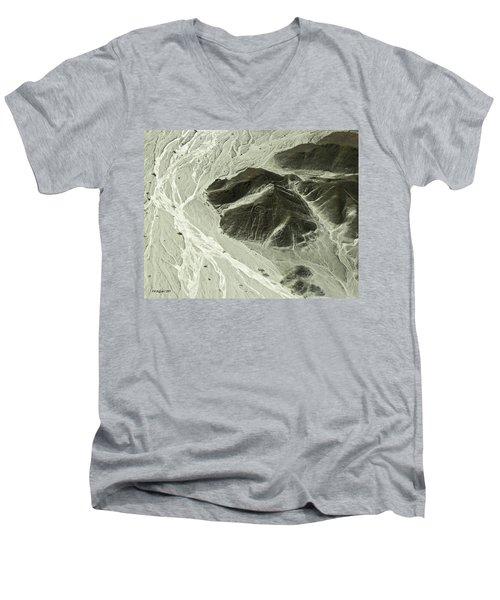 Plains Of Nazca - The Astronaut Men's V-Neck T-Shirt