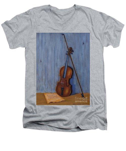 Resting Violin Men's V-Neck T-Shirt