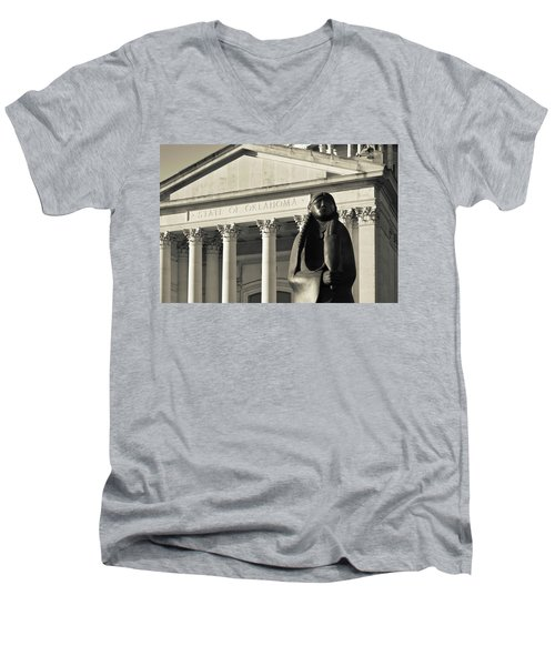 Sculpture Of Native American Men's V-Neck T-Shirt by Panoramic Images