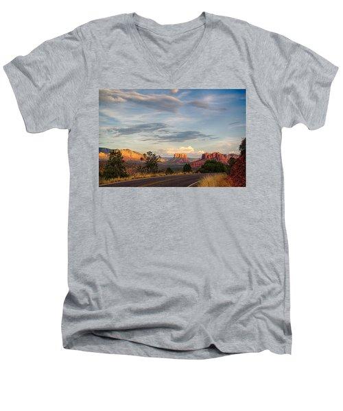 Sedona Arizona Allure Of The Red Rocks - American Desert Southwest Men's V-Neck T-Shirt
