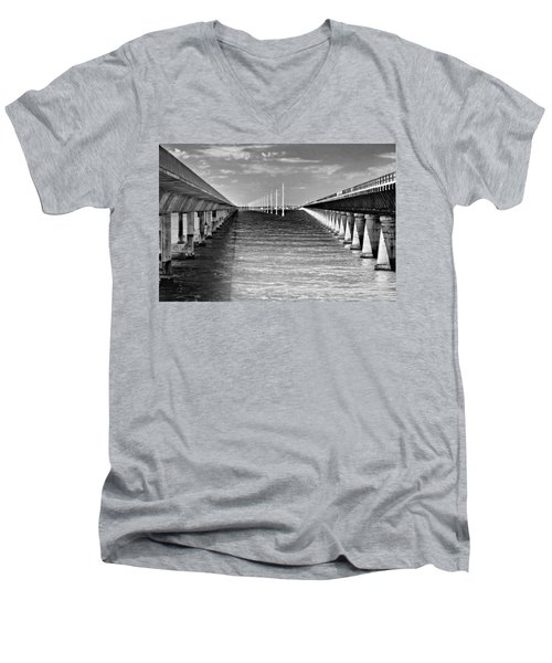 seven mile bridge BW Men's V-Neck T-Shirt