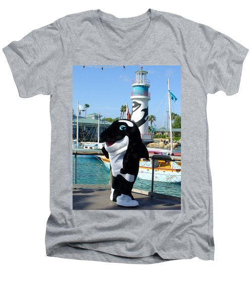 Shamu Men's V-Neck T-Shirt