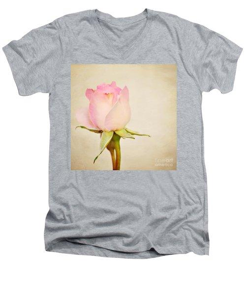 Single Baby Pink Rose Men's V-Neck T-Shirt