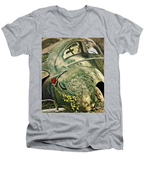 Slow Curves Men's V-Neck T-Shirt