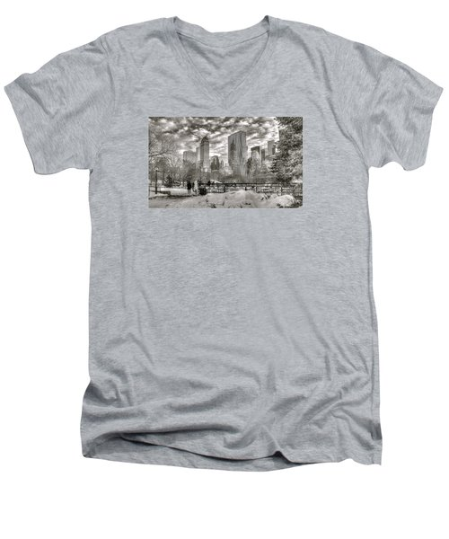 Snow In N.y. Men's V-Neck T-Shirt