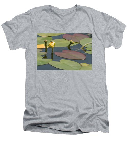 Spatterdock Heart Men's V-Neck T-Shirt