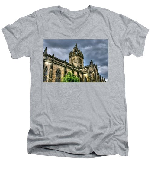 St Giles And Tree Men's V-Neck T-Shirt