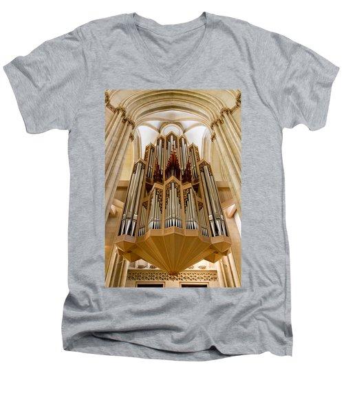 St Lambertus Organ Men's V-Neck T-Shirt