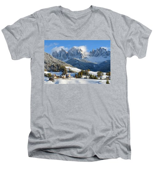 St. Magdalena Village In The Snow In Winter Men's V-Neck T-Shirt
