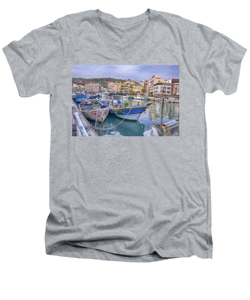 Taiwan Boats Men's V-Neck T-Shirt