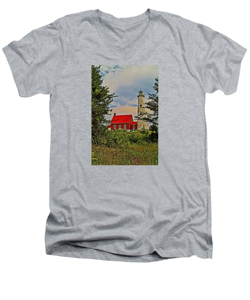 Tawas Point Light Retro Mode Men's V-Neck T-Shirt