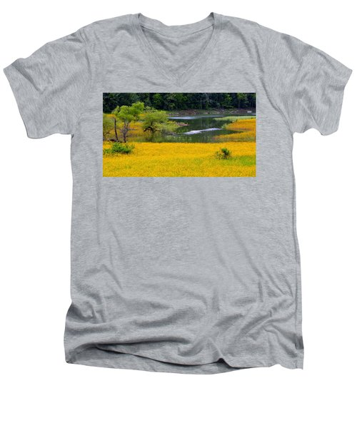 Tennessee Black-eyed Susan Field Men's V-Neck T-Shirt