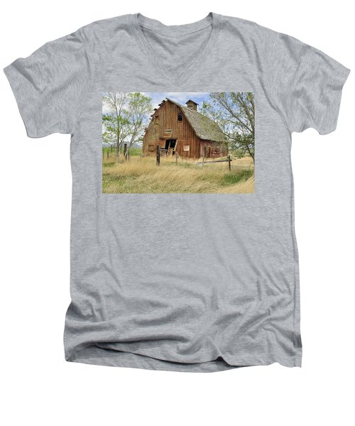 Men's V-Neck T-Shirt featuring the photograph the Barn  by Fran Riley