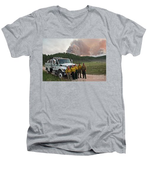 Men's V-Neck T-Shirt featuring the photograph Umpqua Engine 25 On Myrtle Fire by Bill Gabbert