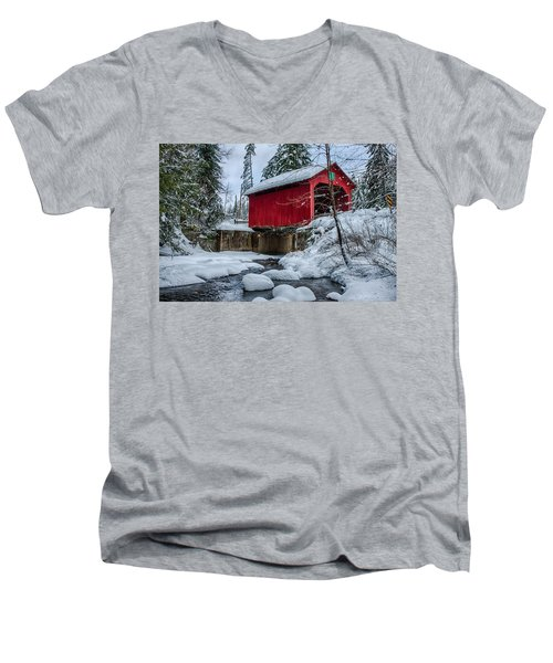 Vermonts Moseley Covered Bridge Men's V-Neck T-Shirt