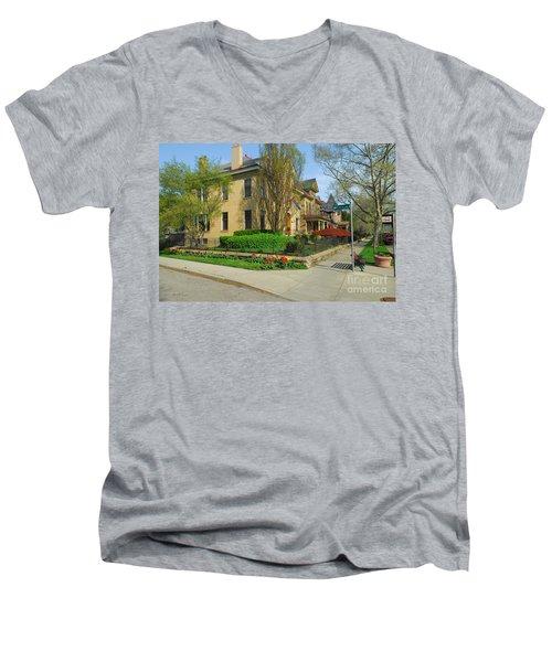 D47l-15 Victorian Village Photo Men's V-Neck T-Shirt