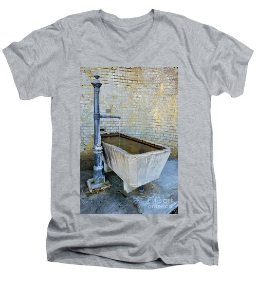 Vintage Fountain Men's V-Neck T-Shirt