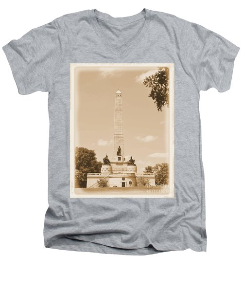 Vintage Lincoln's Tomb Men's V-Neck T-Shirt