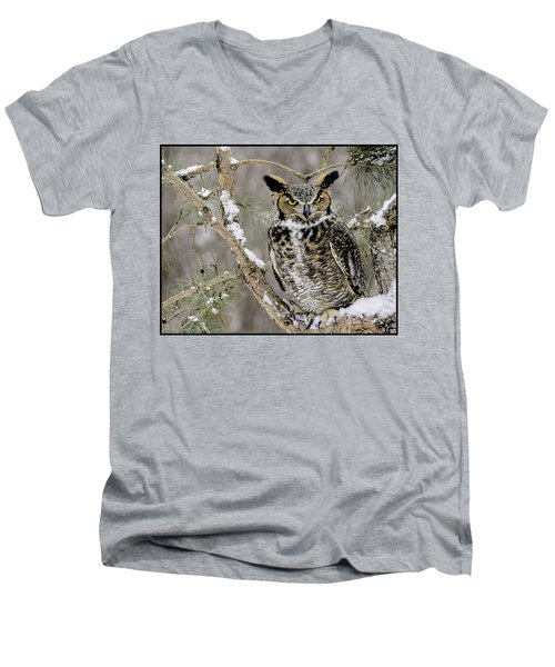 Wise Old Great Horned Owl Men's V-Neck T-Shirt