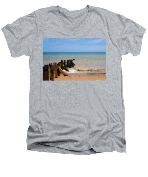 Withernsea Groynes Men's V-Neck T-Shirt