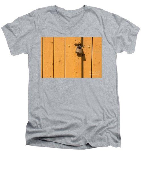 Wooden Plank Door Steel Lock Men's V-Neck T-Shirt