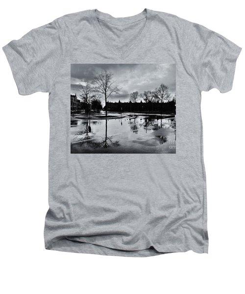Den Haag After The Rain Men's V-Neck T-Shirt