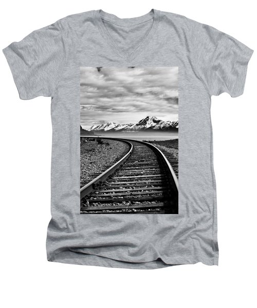 Alaska Railroad Men's V-Neck T-Shirt