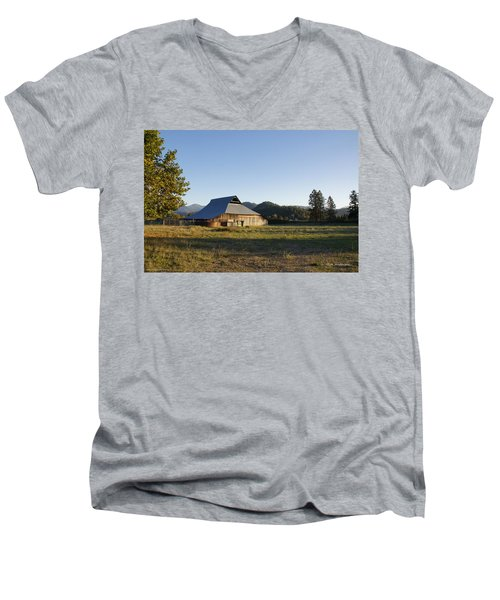 Men's V-Neck T-Shirt featuring the photograph Barn In The Applegate by Mick Anderson