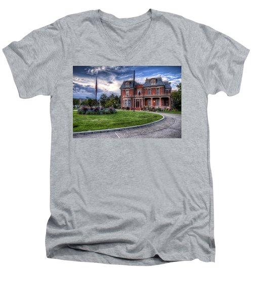 Devereaux Mansion Men's V-Neck T-Shirt