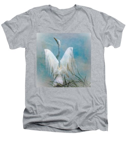 Egret Preparing To Launch Men's V-Neck T-Shirt