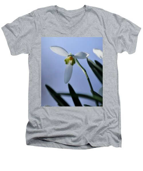 Giant Snowdrop Men's V-Neck T-Shirt