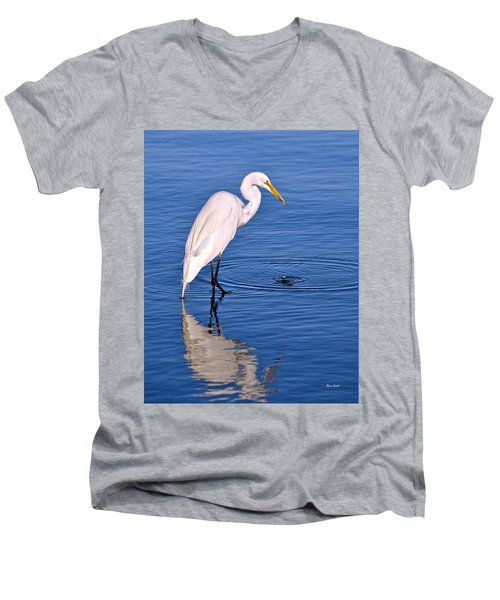 Great Egret With Shrimp Men's V-Neck T-Shirt