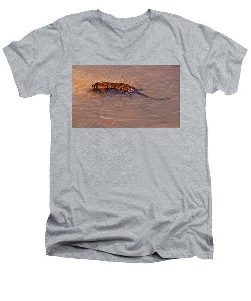 Muskrat Swiming Men's V-Neck T-Shirt