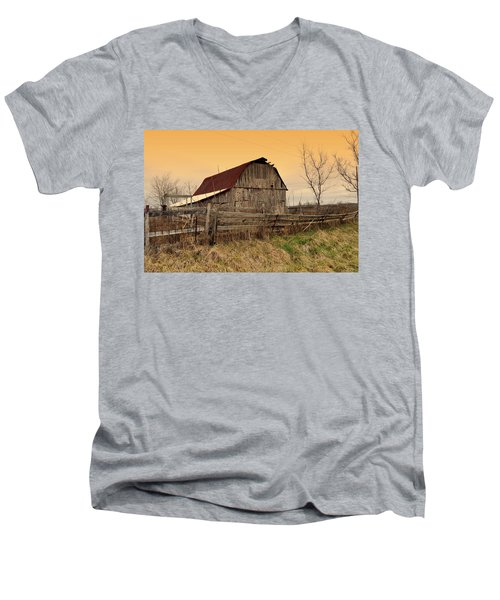 Men's V-Neck T-Shirt featuring the photograph Ozark Barn 1 by Marty Koch