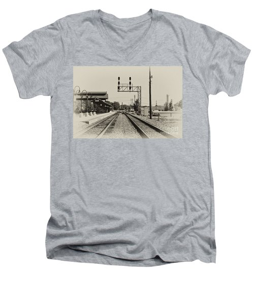 Salisbury North Carolina Depot Men's V-Neck T-Shirt