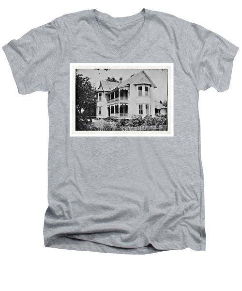 Vintage Victorian House Men's V-Neck T-Shirt