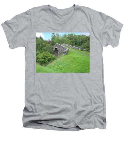 White Bridge Scotland Men's V-Neck T-Shirt