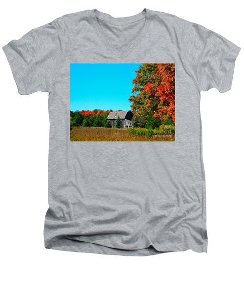 Old Barn In Fall Color Men's V-Neck T-Shirt