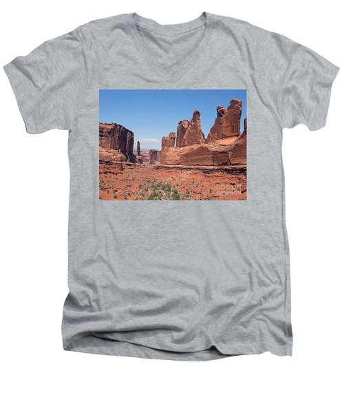 Arches National Park Panorama Men's V-Neck T-Shirt