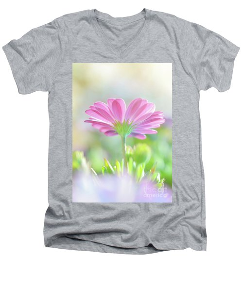 Beautiful Daisy Flower Men's V-Neck T-Shirt