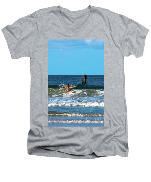 Belongil Beach Men's V-Neck T-Shirt