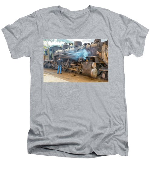 Lubing #481 Men's V-Neck T-Shirt
