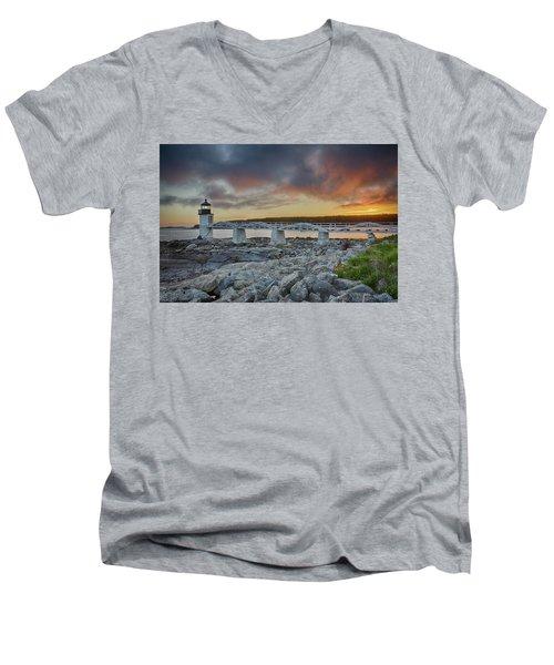 Marshall Point Lighthouse At Sunset, Maine, Usa Men's V-Neck T-Shirt