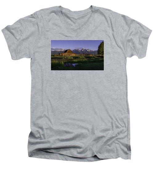 Moulton Barn At Dawn Men's V-Neck T-Shirt